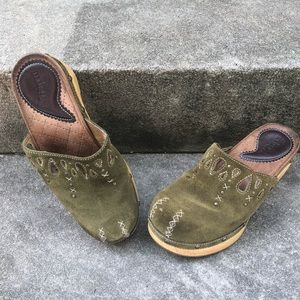 Indigo by Clarks Green Suede and Wooden Clogs 6